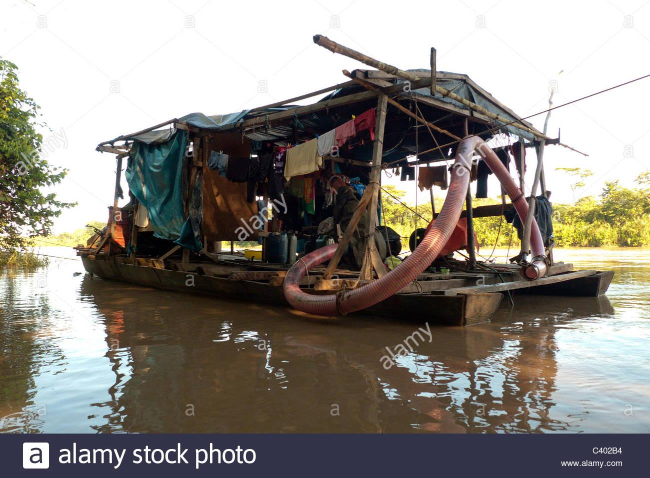 boat-used-for-illegal-small-scale-gold-mining-on-the-tambopata-river-C402B4.jpg